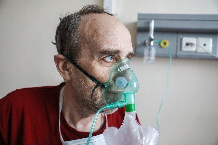На людях старше 60 лет планируют испытать вакцину от COVID-19 в России, фото-1