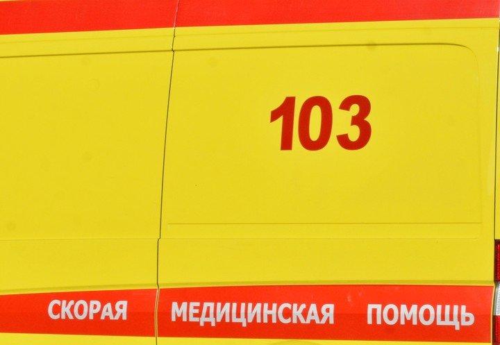 В Троицке в отбойник врезался премиальный автомобиль, фото-1